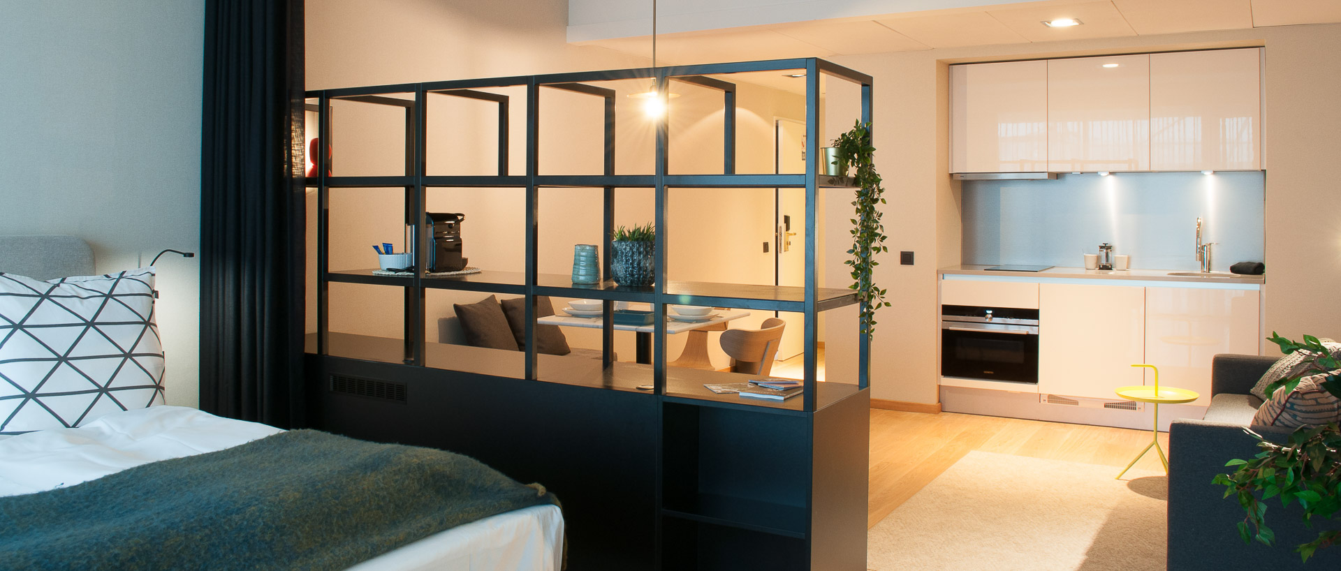 Kitchenette with bed in PREMIER SUITES PLUS Antwerp