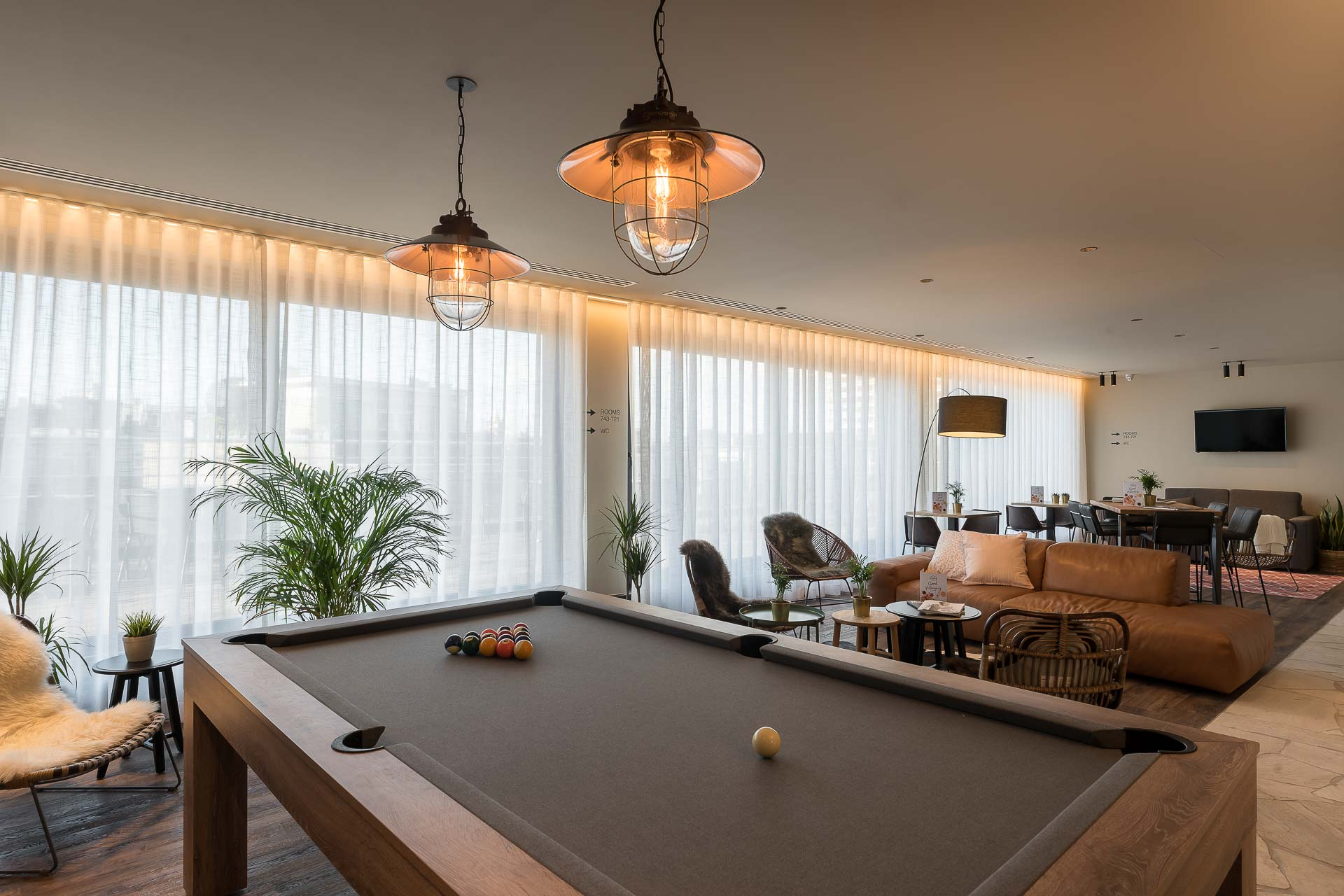 Large pool table PREMIER SUITES PLUS Antwerp